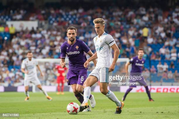 Marcos Llorente of Real Madrid fights for the ball with Milan Badelj of ACF Fiorentina during the Santiago Bernabeu Trophy 2017 match between Real...