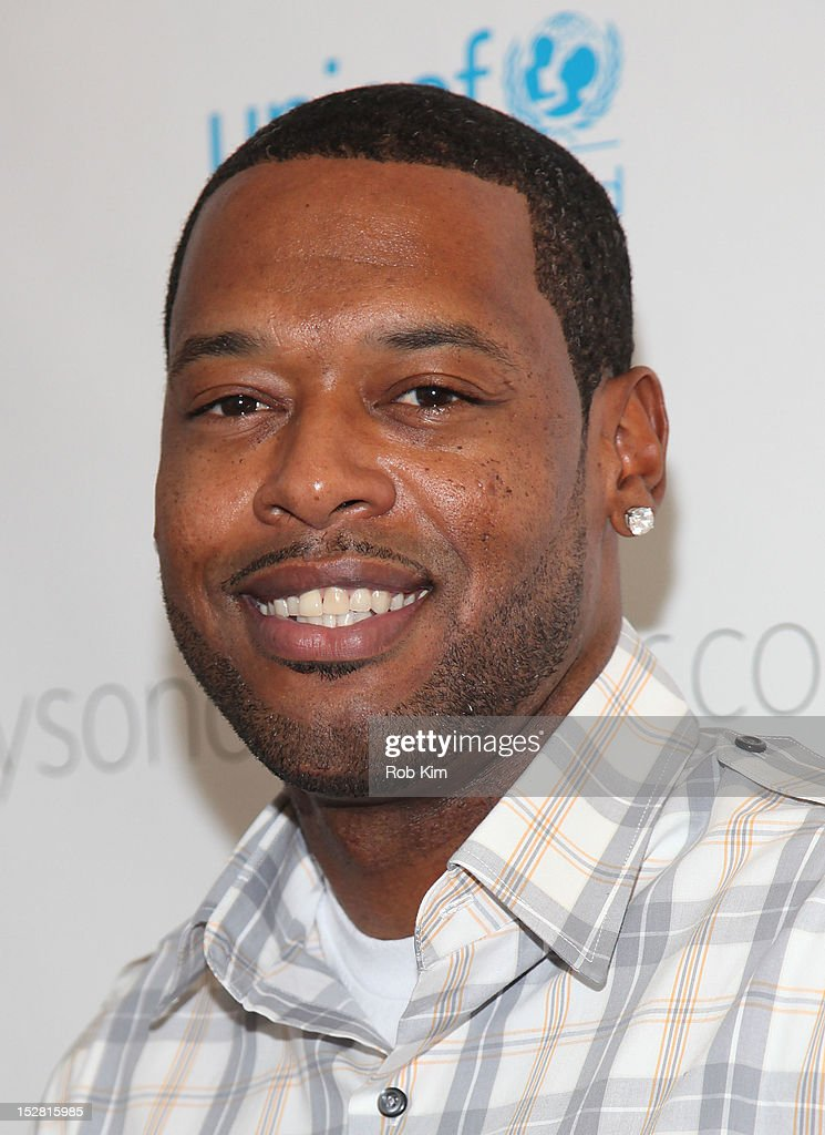 <a gi-track='captionPersonalityLinkClicked' href=/galleries/search?phrase=Marcus+Camby&family=editorial&specificpeople=201722 ng-click='$event.stopPropagation()'>Marcus Camby</a> attends the 'A Year In A New York Minute' photo exhibition opening at Canoe Studios on September 26, 2012 in New York City.