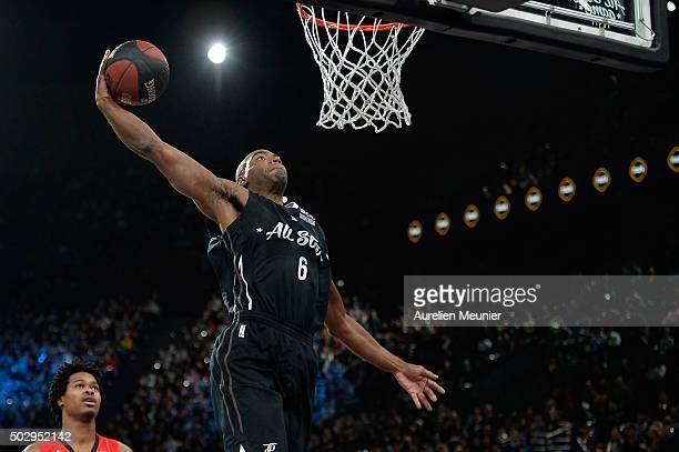 Marcus Dove of the Foreign All Stars Team drives to the basket during the All Star Game at AccorHotels Arena on December 30 2015 in Paris France