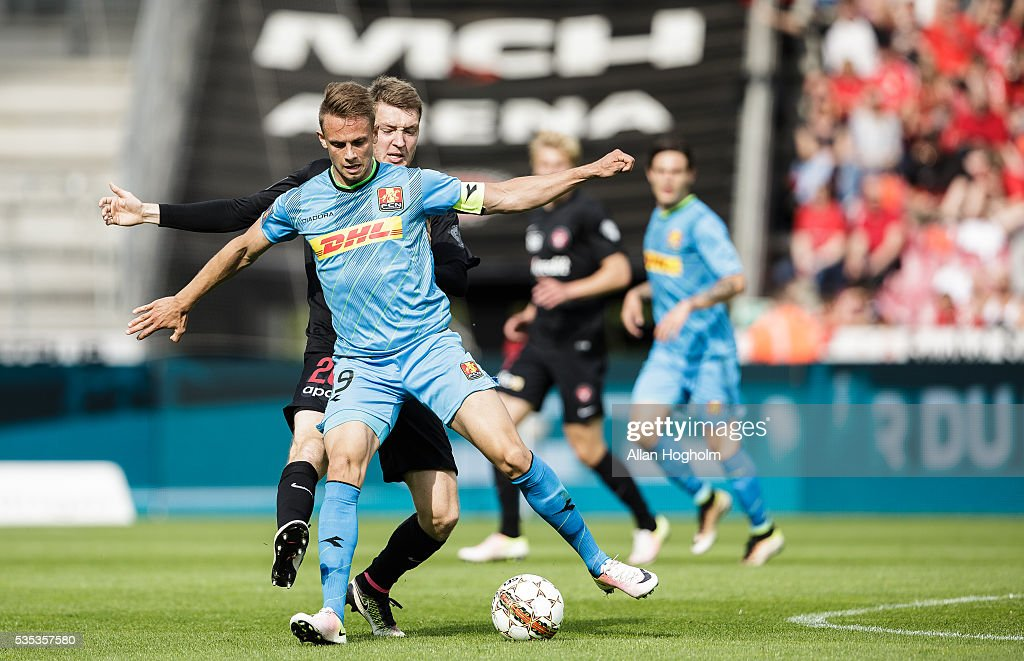 Marcus Ingvartsen of FC Nordsjalland and Patrick Banggaard of FC Midtjylland compete for the ball during the Danish Alka Superliga match between FC Midtjylland and FC Nordsjalland at MCH Arena on May 29, 2016 in Herning, Denmark.