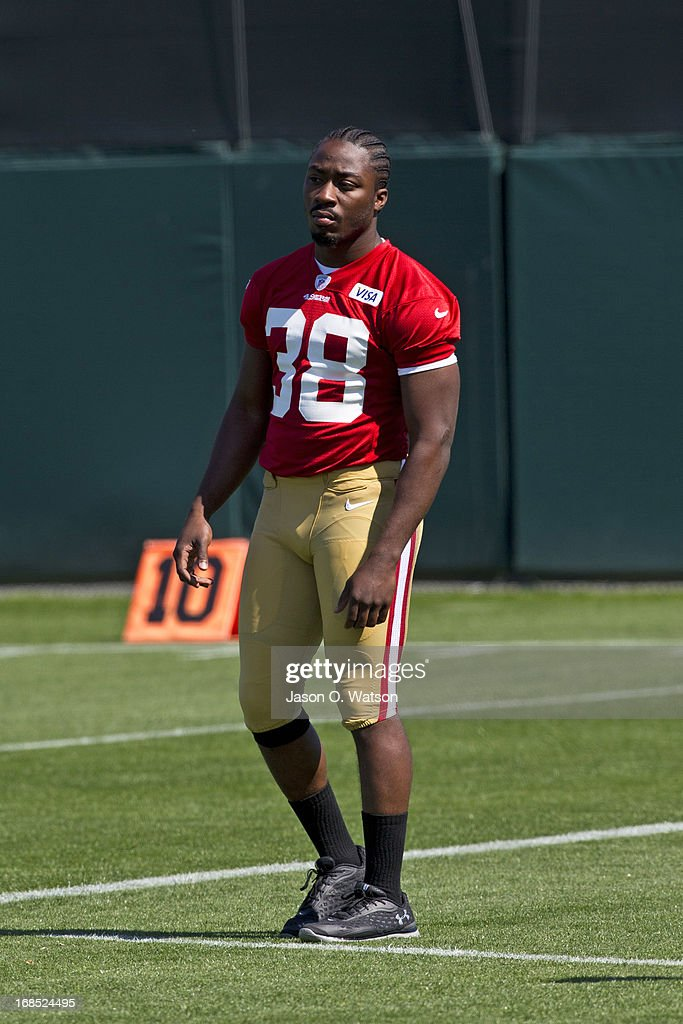 <a gi-track='captionPersonalityLinkClicked' href=/galleries/search?phrase=Marcus+Lattimore&family=editorial&specificpeople=7183280 ng-click='$event.stopPropagation()'>Marcus Lattimore</a> #38 of the San Francisco 49ers watches his team during the San Francisco 49ers rookie minicamp at their training facility on May 10, 2013 in Santa Clara, California. Photo by Jason O. Watson/Getty Images)