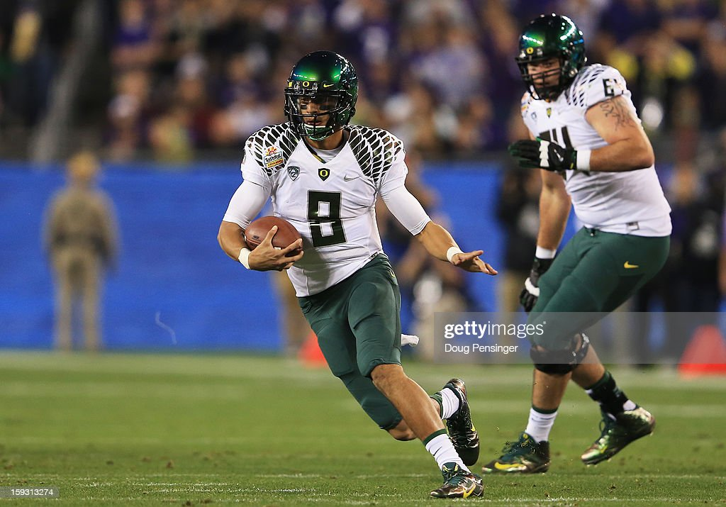 Marcus Mariota #8 of the Oregon Ducks carries the ball against the Kansas State Wildcats during the Tostitos Fiesta Bowl at University of Phoenix Stadium on January 3, 2013 in Glendale, Arizona.