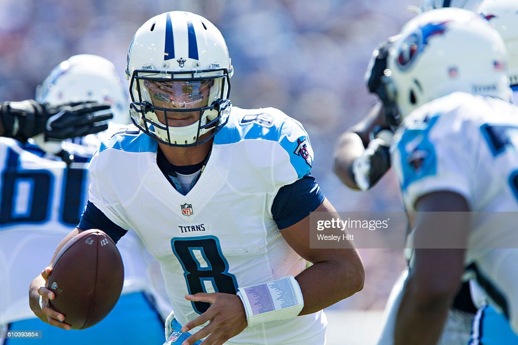 Marcus Mariota #8 of the Tennessee Titans drops back to make a hand off during a game against the Oakland Raiders at Nissan Stadium on September 25, 2016 in Nashville, Tennessee.