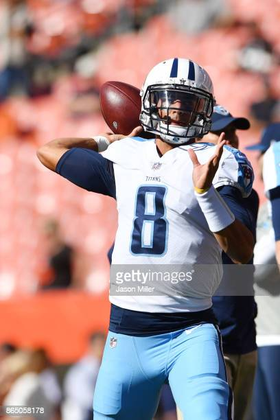 Marcus Mariota of the Tennessee Titans warms up before the game against the Cleveland Browns at FirstEnergy Stadium on October 22 2017 in Cleveland...