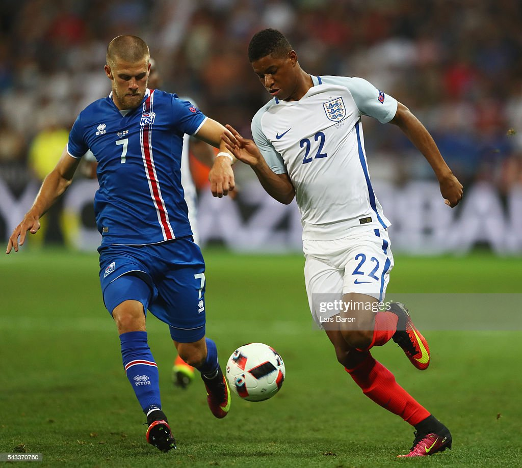 <a gi-track='captionPersonalityLinkClicked' href=/galleries/search?phrase=Marcus+Rashford&family=editorial&specificpeople=13847707 ng-click='$event.stopPropagation()'>Marcus Rashford</a> of England and Johann Gudmundsson of Iceland compete for the ball during the UEFA EURO 2016 round of 16 match between England and Iceland at Allianz Riviera Stadium on June 27, 2016 in Nice, France.