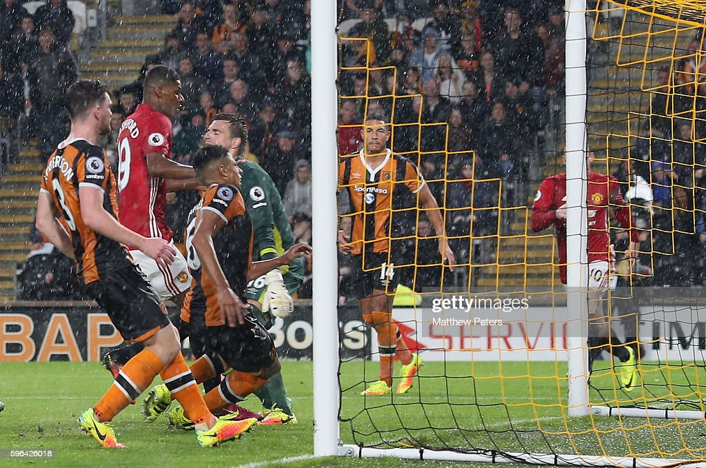 Marcus Rashford of Manchester United scores their first goal during the Premier League match between Manchester United and Hull City at KC Stadium on August 27, 2016 in Hull, England.
