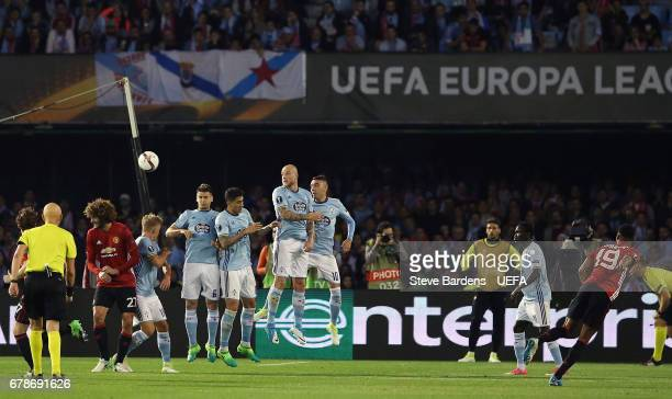 Marcus Rashford of Manchester United scores their first goal with a free kick during the UEFA Europa League semi final first leg match between Celta...