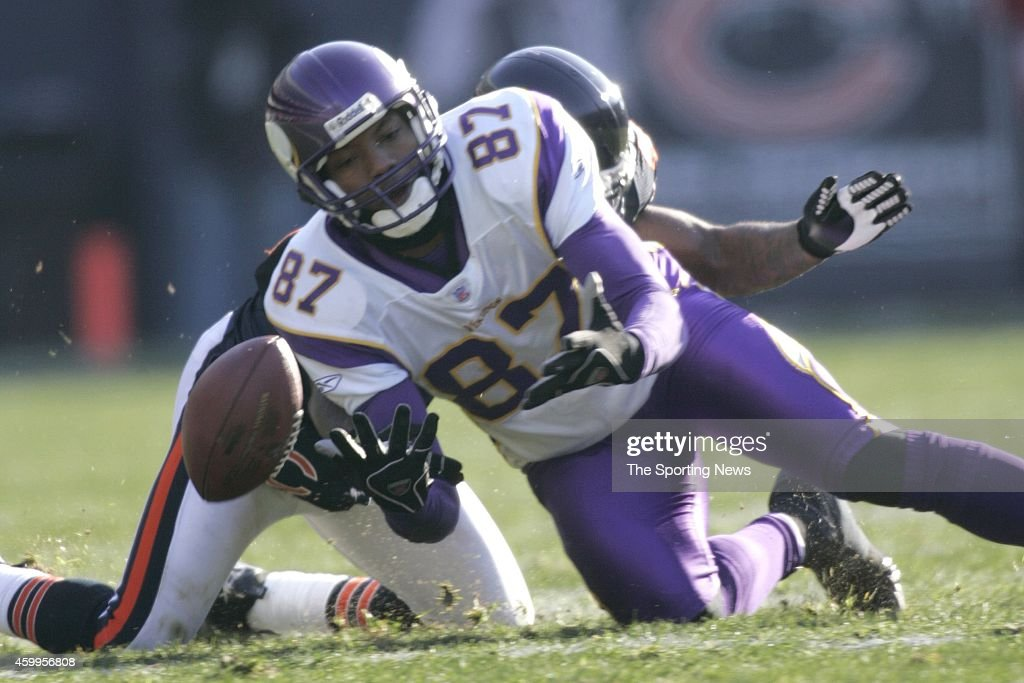 <a gi-track='captionPersonalityLinkClicked' href=/galleries/search?phrase=Marcus+Robinson&family=editorial&specificpeople=215475 ng-click='$event.stopPropagation()'>Marcus Robinson</a> #87 of the Minnesota Vikings in action during a game against the Chicago Bears on December 3, 2006 at Soldier Field in Chicago, Illinois.