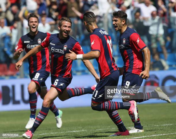 Marcus Rohden of Crotone celebrates after scoring his team's opening goal during the Serie A match between FC Crotone and Udinese Calcio at Stadio...