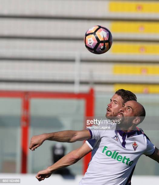 Marcus Rohden of Crotone competes for the ball in air with Borja Valero of Fiorentina during the Serie A match between FC Crotone and ACF Fiorentina...