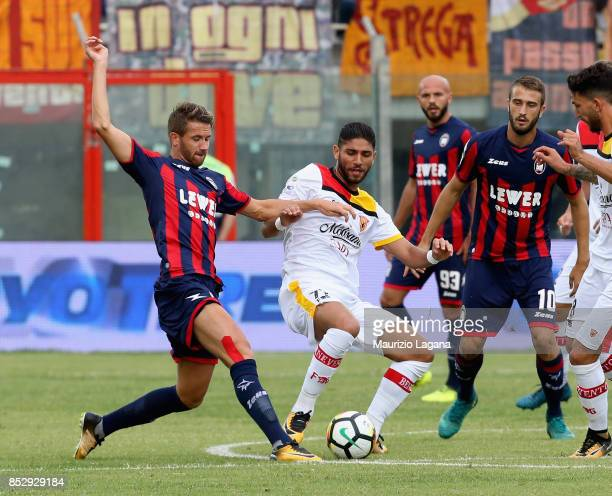 Marcus Rohden of Crotone competes for the ball with Acraf Lazaar of Benevento during the Serie A match between FC Crotone and Benevento Calcio at...