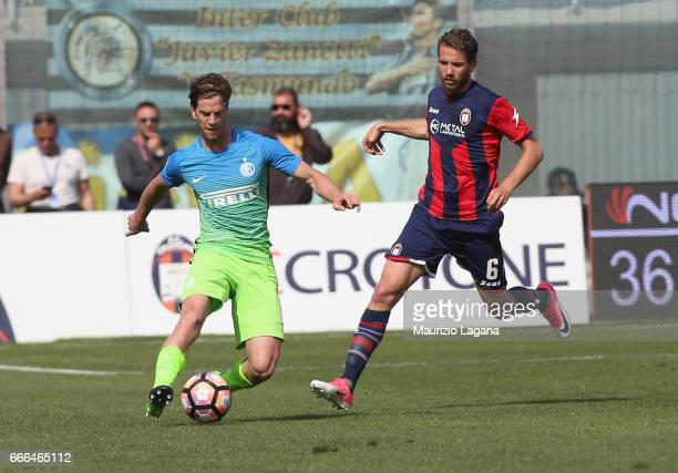 Marcus Rohden of Crotone competes for the ball with Cristian Ansaldi of Inter during the Serie A match between FC Crotone and FC Internazionale at...