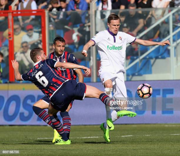 Marcus Rohden of Crotone competes for the ball with Josip Ilicic of Fiorentina during the Serie A match between FC Crotone and ACF Fiorentina at...