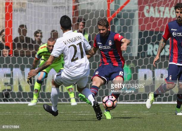 Marcus Rohden of Crotone competes for the ball with Leonel Vangioni of Milan during the Serie A match between FC Crotone and AC Milan at Stadio...