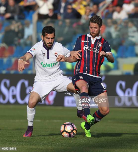 Marcus Rohden of Crotone competes for the ball with Riccardo Saponara of Fiorentina during the Serie A match between FC Crotone and ACF Fiorentina at...