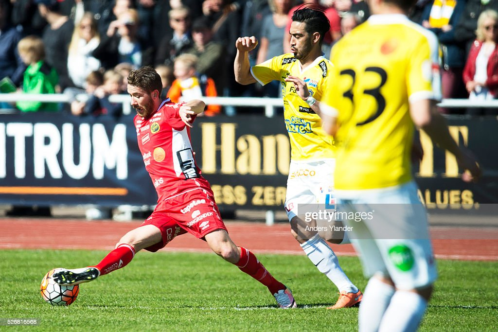 Marcus Rohden of IF Elfsborg and Christoffer Carlsson of Falkenberg competes for the ball during the Allsvenskan match between Falkenbergs FF and IF Elfsborg at Falkenbergs IP on May 1, 2016 in Falkenberg, Sweden.