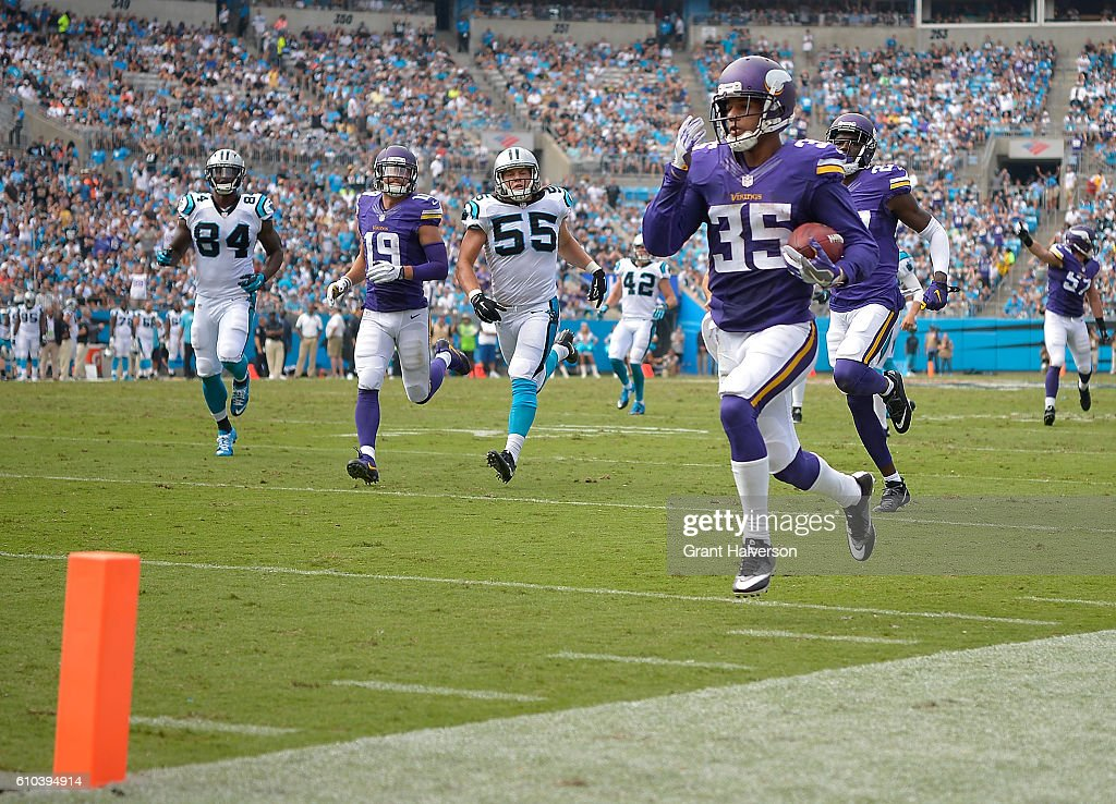 Marcus Sherels #35 of the Minnesota Vikings returns a punt for a touchdown against the Carolina Panthers during the game at Bank of America Stadium on September 25, 2016 in Charlotte, North Carolina.