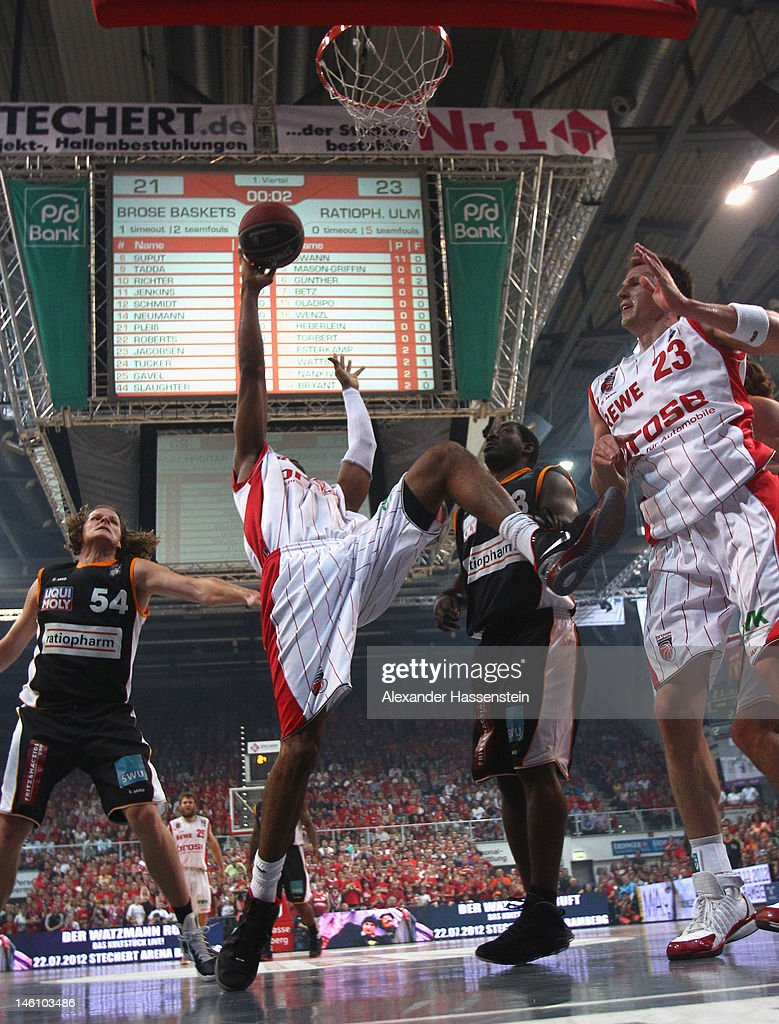 Marcus Slaughter (L) of Bamberg and his team mate <a gi-track='captionPersonalityLinkClicked' href=/galleries/search?phrase=Casey+Jacobsen&family=editorial&specificpeople=201618 ng-click='$event.stopPropagation()'>Casey Jacobsen</a> (R) shoot against Kelvin Torbet (C) of Ulm during game 3 of the Beko BBL finals between Brose Baskets and ratiopharm Ulm at Stechert Arena on June 10, 2012 in Bamberg, Germany.