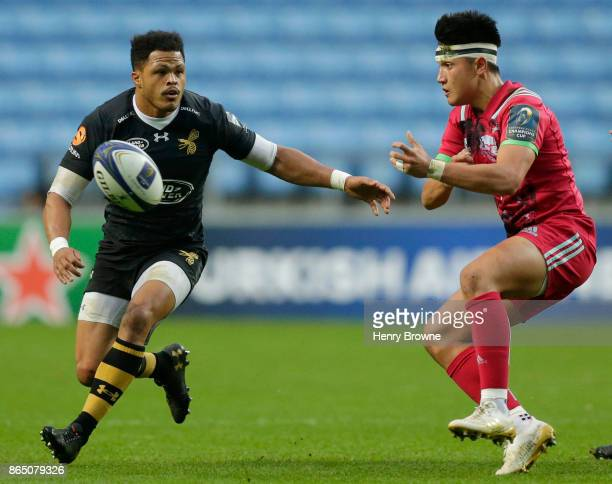 Marcus Smith of Harlequins and Juan De Jongh of Wasps during the European Rugby Champions Cup match between Wasps and Harlequins at Ricoh Arena on...