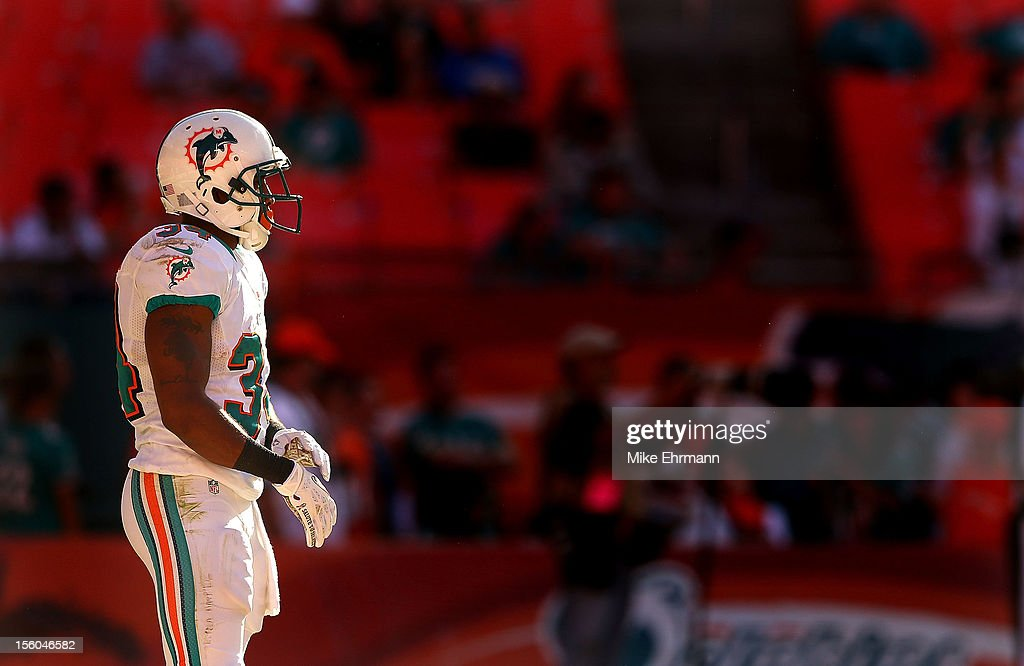 <a gi-track='captionPersonalityLinkClicked' href=/galleries/search?phrase=Marcus+Thigpen&family=editorial&specificpeople=4018300 ng-click='$event.stopPropagation()'>Marcus Thigpen</a> #34 of the Miami Dolphins waits to return a kickoff during a game against the Tennessee Titans at Sun Life Stadium on November 11, 2012 in Miami Gardens, Florida.