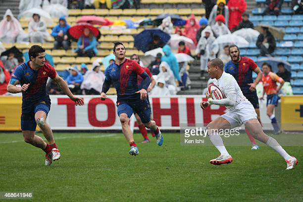 Marcus Watson of England tries to break in the game between France and England during day two of the Tokyo Sevens Rugby 2015 at Chichibunomiya Rugby...