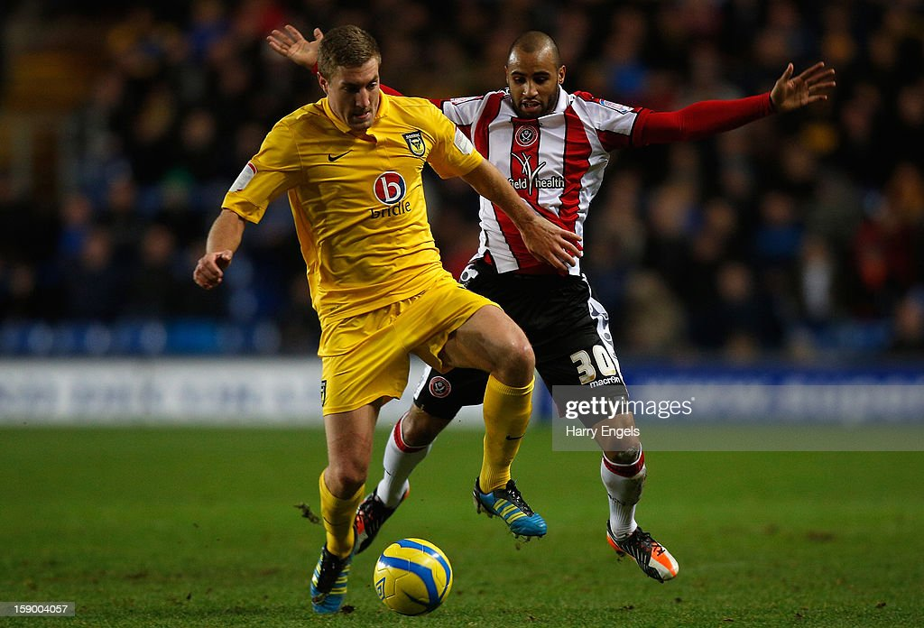 Marcus Williams of Sheffield United (R) competes for the ball with Simon Heslop of Oxford United (L) during the FA Cup Third Round match between Oxford United and Sheffield United at the Kassam Stadium on January 5, 2013 in Oxford, England.