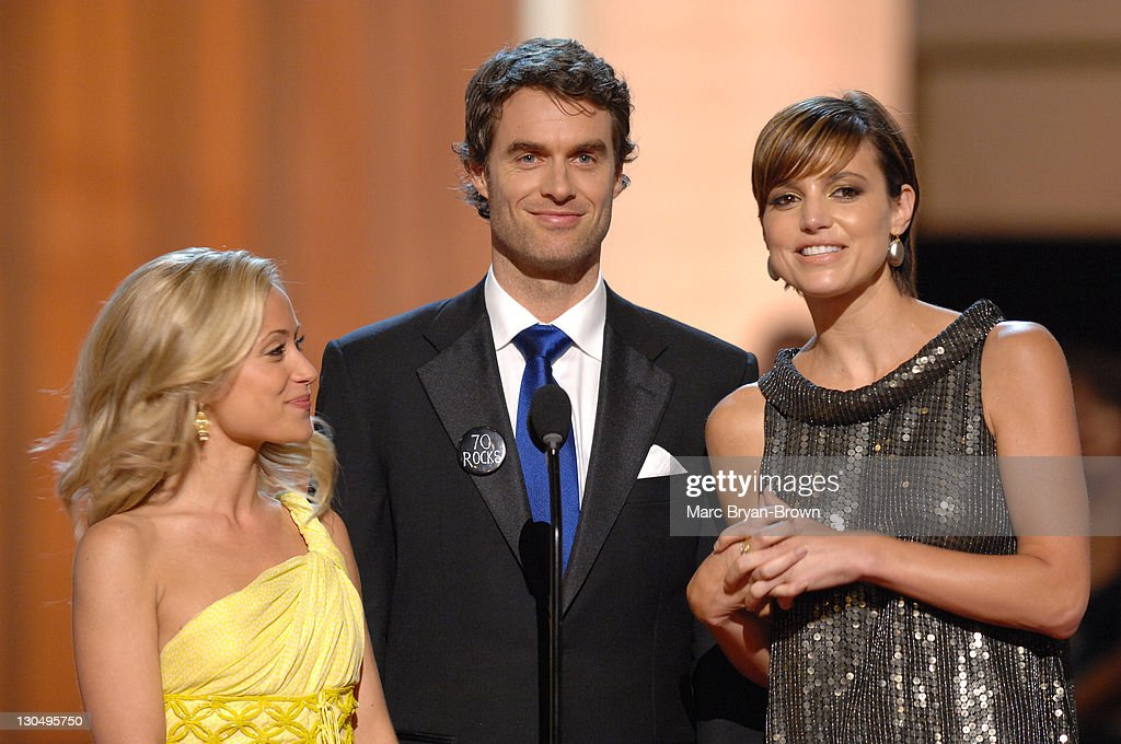 "Marcy Rylan Murray Bartlett and Michelle Ray Smith of 'Guiding Light"" present Outstanding Drama Series Writing Team award"