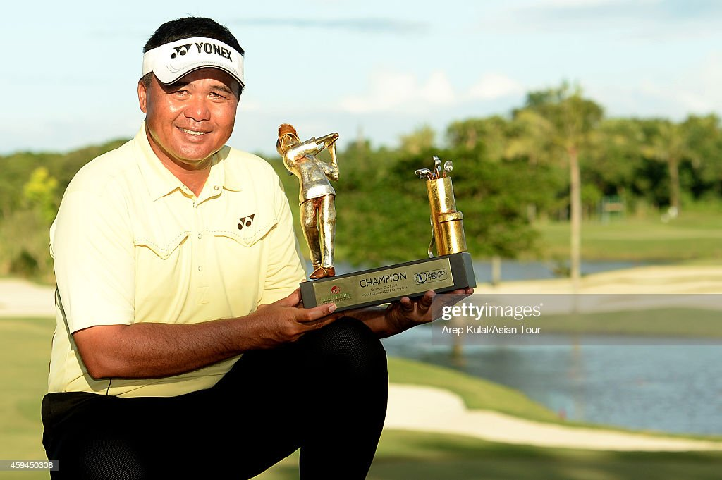 <a gi-track='captionPersonalityLinkClicked' href=/galleries/search?phrase=Mardan+Mamat&family=editorial&specificpeople=220766 ng-click='$event.stopPropagation()'>Mardan Mamat</a> of Singapore pose with the trophy after winning the 2014 Resorts World Manila Masters at Manila Southwoods Golf and Country Club on November 23, 2014 in Manila, Philippines.