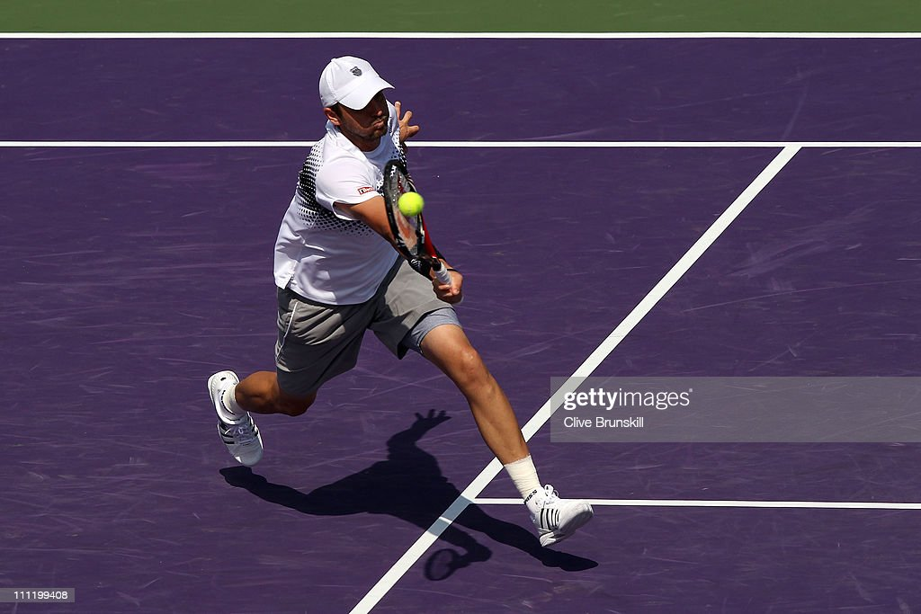 <a gi-track='captionPersonalityLinkClicked' href=/galleries/search?phrase=Mardy+Fish&family=editorial&specificpeople=206218 ng-click='$event.stopPropagation()'>Mardy Fish</a> hits a forehand return against David Ferrer of Spain during the Sony Ericsson Open at Crandon Park Tennis Center on March 30, 2011 in Key Biscayne, Florida.