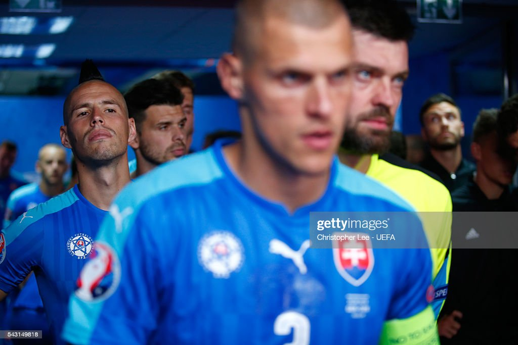 Marek Hamsik (L) and Slovaki players are seen in the tunnel prior to the UEFA EURO 2016 round of 16 match between Germany and Slovakia at Stade Pierre-Mauroy on June 26, 2016 in Lille, France.