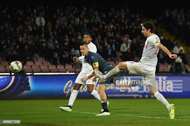 Marek Hamsik of Napoli scores the openng goal during the Serie A match between SSC Napoli and FC Internazionale Milano at Stadio San Paolo on March 8...