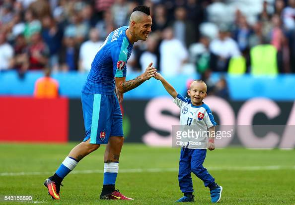Marek Hamsik of Slovakia plays with his son on the pitch after the UEFA EURO 2016 round of 16 match between Germany and Slovakia at Stade...