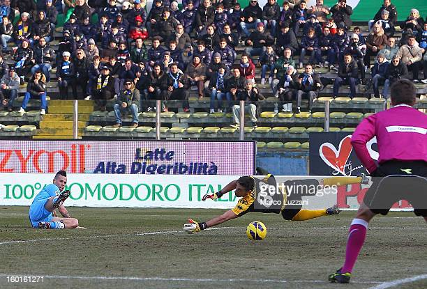 Marek Hamsik of SSC Napoli scores the opening goal during the Serie A match between Parma FC and SSC Napoli at Stadio Ennio Tardini on January 27...