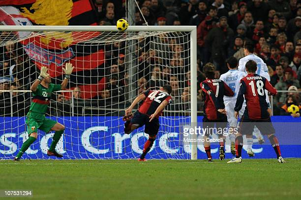 Marek Hamsik of SSC Napoli scores the opening goal past goalkeeper Eduardo during the Serie A match between Genoa CFC and SSC Napoli at Stadio Luigi...