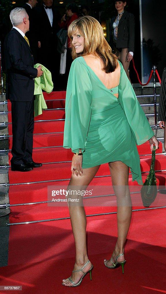 Maren Gilzer arrives at the Goldene Henne Awards 2005 at Friedrichstadtpalast September 21 2005 in Berlin Germany
