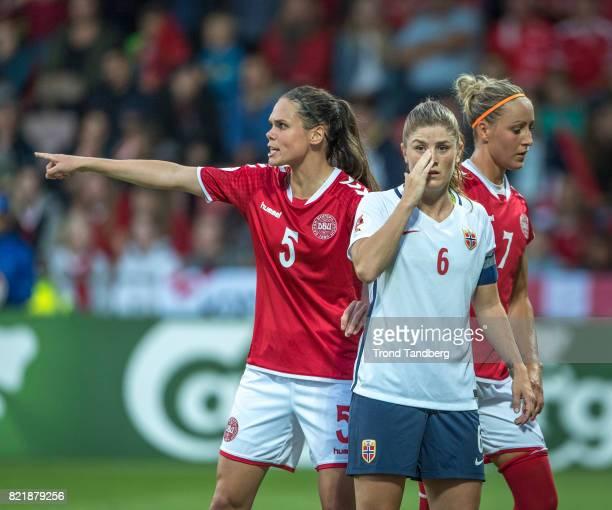 Maren Mjelde of Norway Simone Boye Sorensen Sanne Troelsgaard of Denmark during the UEFA Womens«s Euro between Norway v Denmark at Stadion De...