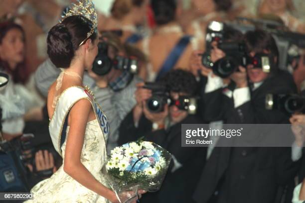 Mareva Galantier Miss Tahiti now Miss France 1999 facing photographers