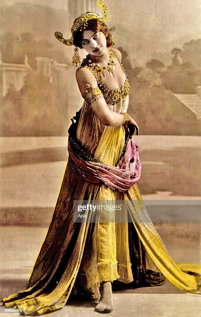 Margaretha Geertruida Zelle called Mata Hari dutch dancer and spy for the Germany photographied c19051915 by Stanislaw Julian Ignacy aka Walery