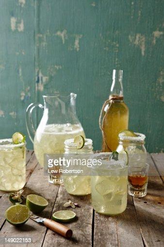 Getränk Flasche Tisch StockFotos und Bilder  Getty Imag ~ Esstisch Jeremy