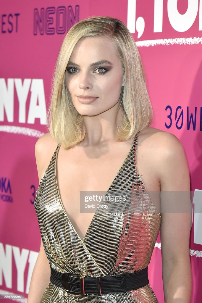 Margot Robbie attends the Los Angeles Premiere Of 'I, Tonya' - Arrivals on December 5, 2017 in Hollywood, California.