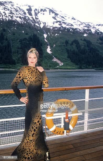 Margot Werner Kreuzfahrt von Vancouver nach Anchorage 'MS Europa' Alaska USA Nordamerika 10 Hochzeitstag Kreuzfahrtschiff Schiff Reling Rettungsring...