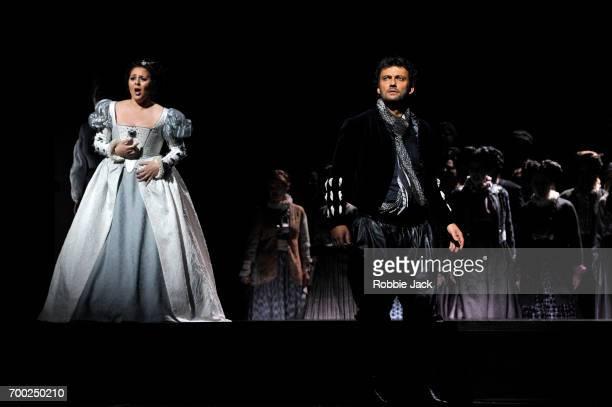 Maria Agresta as Desdemona and Jonas Kaufmann as Otello with artists of the company in the Royal Opera's production of Giuseppe Verdi's Othello...