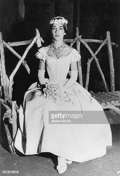 Maria Callas *Sängerin Sopran USA / Griechenland als Amina in der Oper 'Nachtwandlerin'in Bellinis gleichnamiger Oper etwa 1955