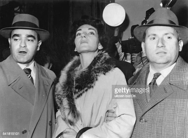 Maria Callas *Sängerin Sopran USA / Griechenland beim Eintreffen im Gerichtsgebäude inBrescia zur richterlichen Verhandlungüber die gesetzliche...