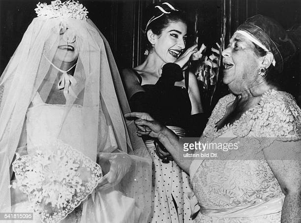 Maria Callas *Sängerin Sopran USA / Griechenland vlnr Baroness Lillian Lo MonacoMaria Callas und Elsa Maxwell 030957