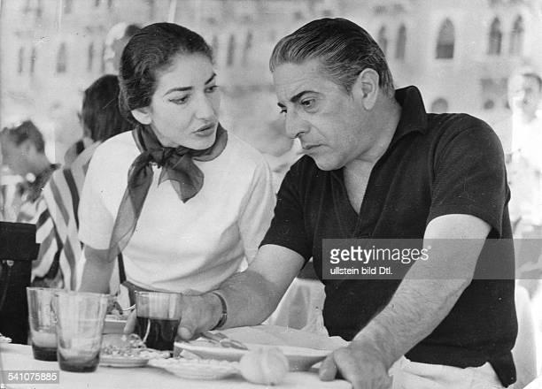 Maria Callas *Sängerin Sopran USA / Griechenlandmit Aristoteles Onassis in Venedig 1957