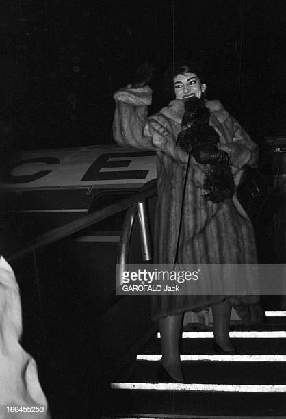 Maria Callas In Paris France 16 janvier 1958 la cantatrice Maria CALLAS de passage dans la capitale voyageant de Rome à Chicago Ici elle monte les...
