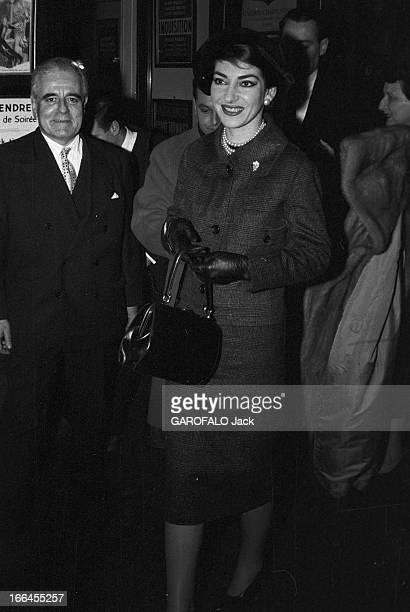 Maria Callas In Paris France Paris 16 janvier 1958 la cantatrice Maria CALLAS de passage dans la capitale voyageant de Rome à Chicago Ici elle donne...