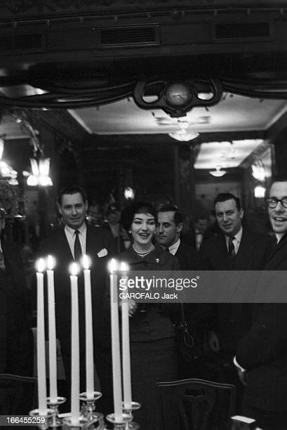 Maria Callas In Paris France Paris 16 janvier 1958 la cantatrice Maria CALLAS de passage dans la capitale voyageant de Rome à Chicago Ici elle arrive...