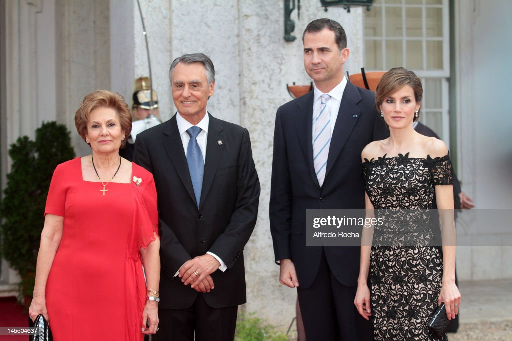 <a gi-track='captionPersonalityLinkClicked' href=/galleries/search?phrase=Maria+Cavaco+Silva&family=editorial&specificpeople=4101111 ng-click='$event.stopPropagation()'>Maria Cavaco Silva</a>, <a gi-track='captionPersonalityLinkClicked' href=/galleries/search?phrase=Anibal+Cavaco+Silva&family=editorial&specificpeople=577282 ng-click='$event.stopPropagation()'>Anibal Cavaco Silva</a>, Prince Felipe of Spain and Princess <a gi-track='captionPersonalityLinkClicked' href=/galleries/search?phrase=Letizia+of+Spain&family=editorial&specificpeople=158373 ng-click='$event.stopPropagation()'>Letizia of Spain</a> at Queluz Palace during the Spanish Royals visit to Portugal on May 31, 2012 in Lisbon, Portugal.
